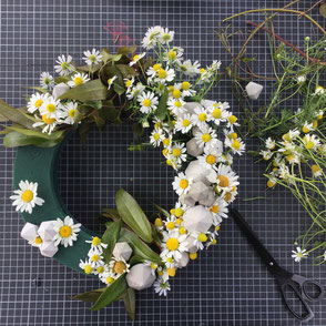 How to make this DIY garden wreath with concrete diamonds