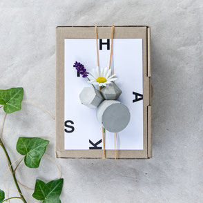 Spring Gift Wrapping Ideas With PASiNGA Concrete  Ornaments