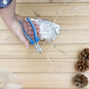 Wire cutting and bending for the concrete floating pine cone PASiNGA tutorial