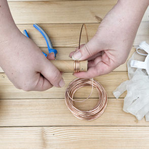 Bending copper to a spiral by PASiNGA blog for the concrete air plant holder