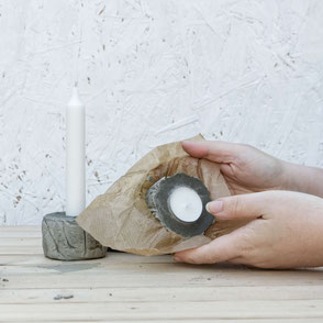 Unwrapping of the DIY Concrete Candle Holder Tutorial, a wonderfully easy concrete diy with recycled moulds and baking paper to create a tree bark texture! #diy #concrete #doityourself #tutorial #pasinga #blogging