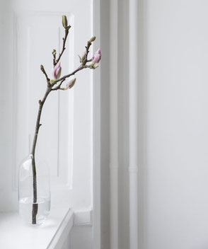 Minimal Spring Decor  via medinalind.com