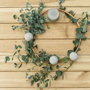 DIY Wreath With Concrete And Copper Tutorial