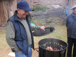 Unser Papa mit dem bombastischen Grill!