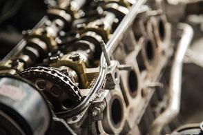 Maschinenbau symbolisiert durch komplexes Bauteil