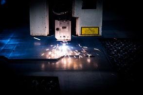 Blechbearbeitung mit einem Laser (schneiden)