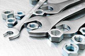 Montagebetriebe symbolisiert durch Werkzeug