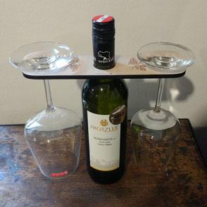 Weinflaschen- und Glashalter mit Gravur