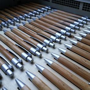 Gravierte Holzkugelschreiber