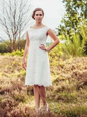"""Kurzes Hochzeitskleid aus Spitze """"Misaki"""""""
