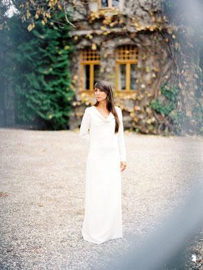 Das Brautkleid mit langen  Ärmeln für die Winterhochzeit