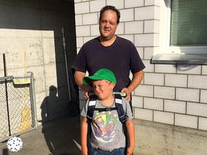 Patrik Kneubuehl mit Sohn bei Einschulung