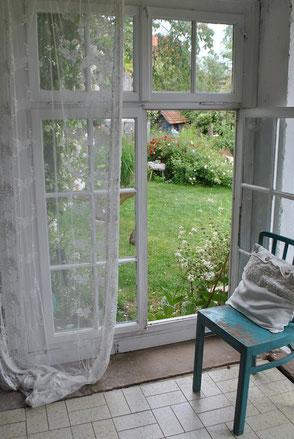 Märchenhaft romantisch Blick in den Garten
