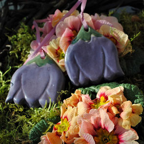 Keramik Anhänger lila Blüten Gartenkeramik