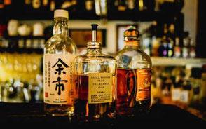 whisky på bardisk