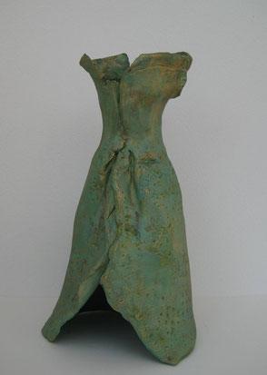 Grüne Robe, Ton bemalt, 28 cm, Rückenansicht