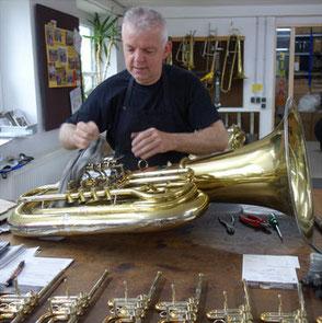 Karl Scherzer bei der Arbeit