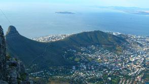 Blick vom Tafelberg auf Kapstadt mit Lionshead