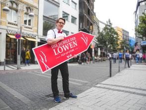 SignSpinner bei einer Werbekampagne.