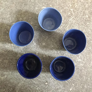 Camaïeu de petites tasses à café. porcelaine. Brigitte Morel