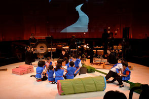 第3回Rhythm moving&Percussion 公演より (青山・こどもの城 円形劇場)