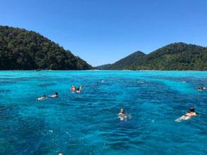 タイの透き通った海の写真