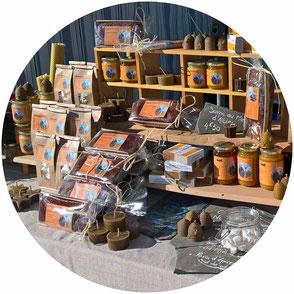 A la cime rucher, apiculteur à Albiez, Savoie Maurienne, propose Miel, Nougats, Guimauves, Pain d'Epices. Nous sommes sur le marché d'Albiez Montrond les jeudis.