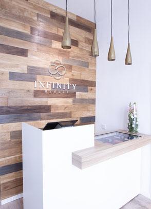 Bild Theke bei Infinity Beauty Kassenbereich
