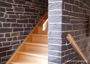 Schiefer Treppe und Innenausbau