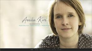 Foto der Homepage von Anika Kern die Trauerrednerin.