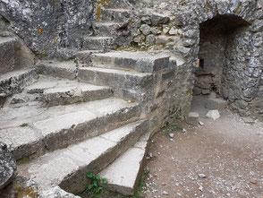 Escalier devant le logis de la garnison
