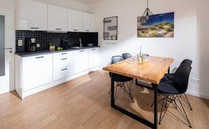 Strandloft 3 Norderney Wohnung 2 - Essbereich mit Küchenzeile