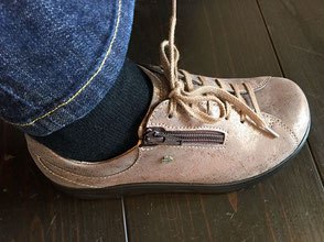 ③靴ひもを締める