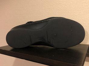 擦り減った靴底