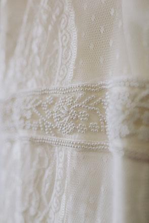 Besticktes Brautkleid mit Perlen