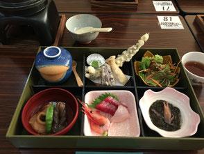 お風呂のあとは「日本海の幸」を満喫