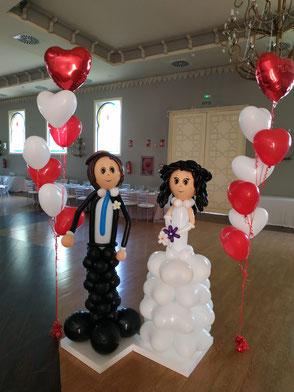 figuras de novios con globos
