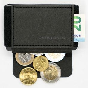Mini Geldbeutel mit offener Lasche und Münzen