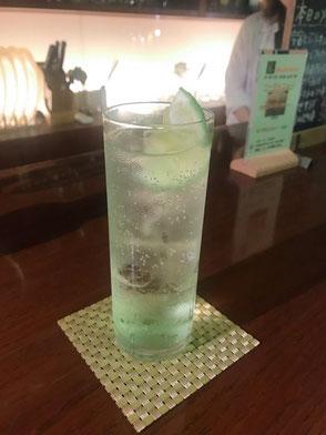 梅田カレーバーAlone Café&Bar運 ジントニック