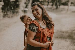 Tragemama und Baby in Babytrage von Fidella