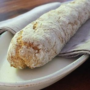 Keto Baguette aus Mandel- und Kokosmehl