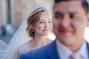 Hochzeitsfotograf Brautpaar lächelt