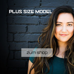 Chubby sexy Plus Size Model mit Plus Size Logo