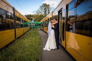 Hochzeitsfotograf Dresden, Hochzeit Dresden, Hochzeit Straßenbahn Dresden, Heiraten Straßenbahn Dresden, Stadtrundfahrt Straßenbahn Dresden, Hochzeitsfotografin Dresden