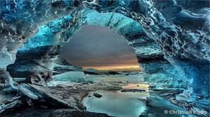 Die Kristallgrotte steht für Dunkelheit, aus der Angst, Panik oder Phobie entsteht.
