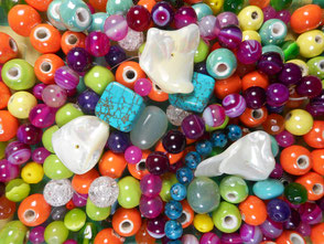Perles en matières naturelles, nacre, agate, perles de verre, améthyste.