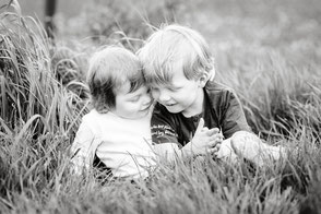 geschwisterfotos-kinderfotos-kinderfotografie-familienfotos-familienshooting-duesseldorf-duisburg