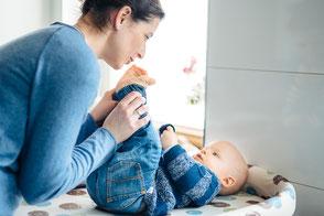 authentische-familienfotos-babyfotograf-homestory-duesseldorf-duisburg