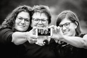 mutter-toechter-fotos-in-duesseldorf-familienfotos-familienfotograf-duisburg