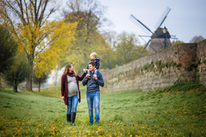 mama-mit-babybauch-familienfoto-familienfotograf-duisburg-duesseldorf